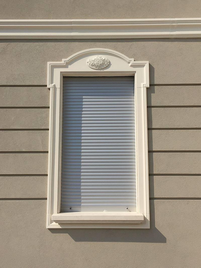 Cornici per finestre lavorazioni polistirolo espanso lape espansi srl - Cornici finestre in polistirolo ...